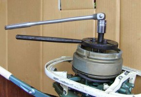 FLYWHEEL PULLER READY TO PULL